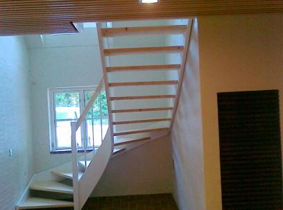 Ny trappe og listeloft